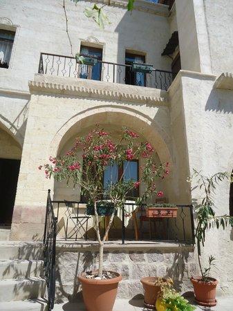 Karadut Cave Hotel: Desde el patio interno