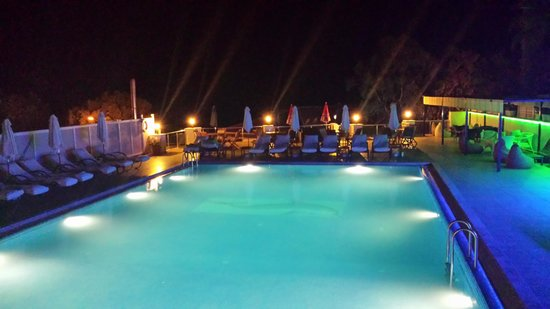 Dream Hotel: Beautiful pool at night