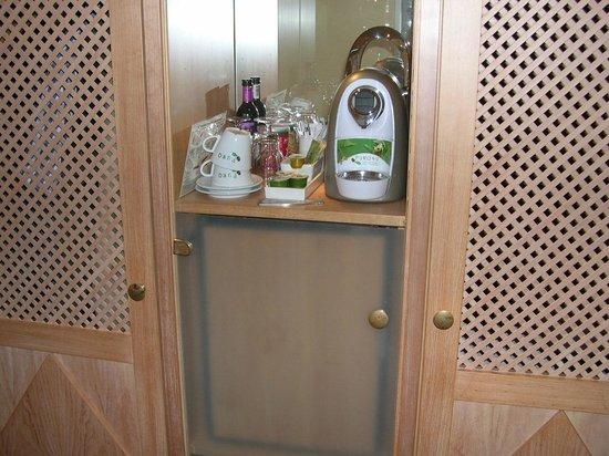 Best Western Premier Alsterkrug Hotel: Zimmer Minibar Kaffeeautomat