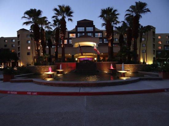 Renaissance Palm Springs Hotel: Hotel entrance