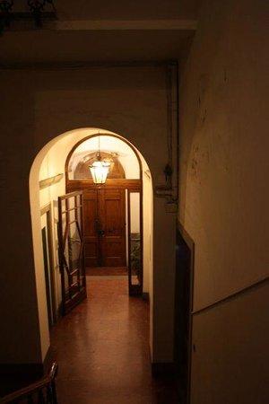 Antica Dimora Johlea : street entrance from inside
