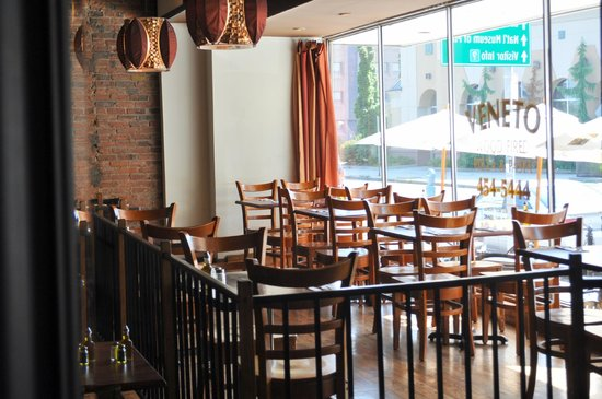 Veneto Woodfired Pizza & Pasta: Window Dining