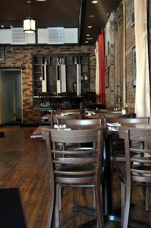Veneto Woodfired Pizza & Pasta: Table Dining