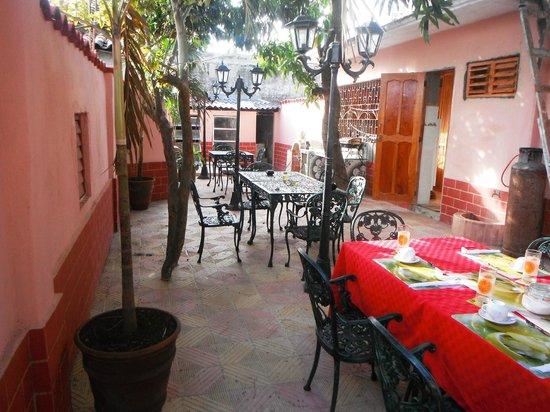 Hostal Buena Vista: Al fresco dining