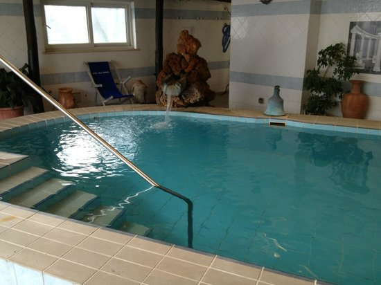 Hotel Villa Franca: Indoor Pool area - suitable for those shy of sun