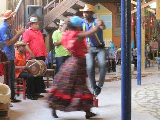 Rep Dom Tours: Dancing the merengue during lunch at a local restaurant