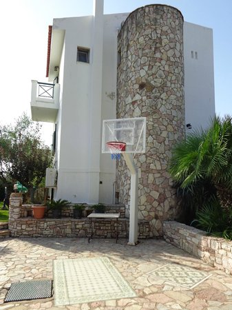 Paris Village Apartment Hotel: Basketball area