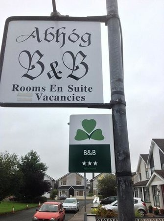 Abhog Bed & Breakfast: Welcome sign