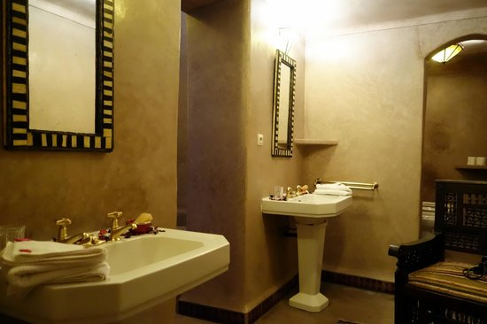 Riad Dar Darma: bathroom