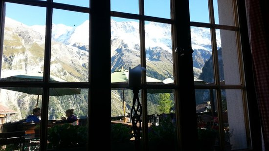 Pension Gimmelwald: Patio View from Indoors