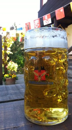 Pension Gimmelwald: Beer on patio