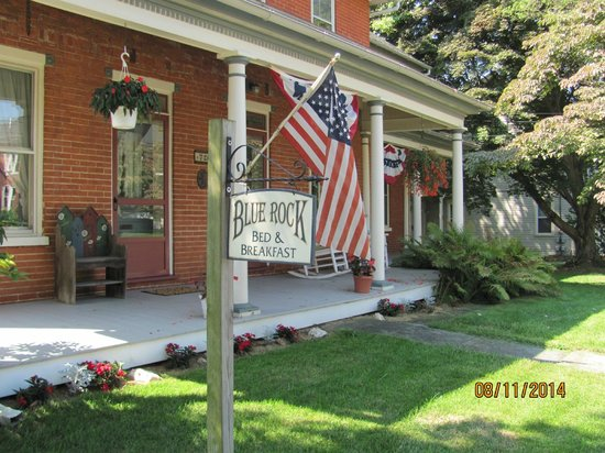 Blue Rock Bed and Breakfast: Front Porch