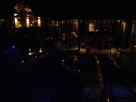 La Lechere Guest House: notturno