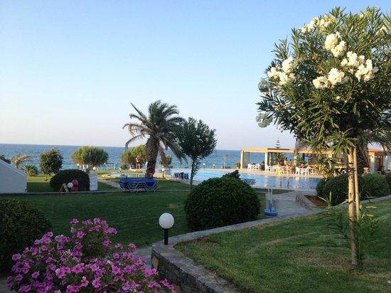 Ariadne Beach Hotel: Вид на отель