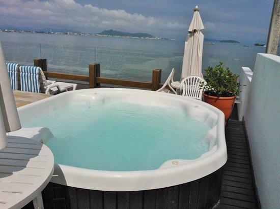 Costa Norte Ponta Das Canas Hotel Florianopolis: Hidromassagem vista para o mar.