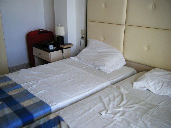 Hotel Mavrikos: small bad beds