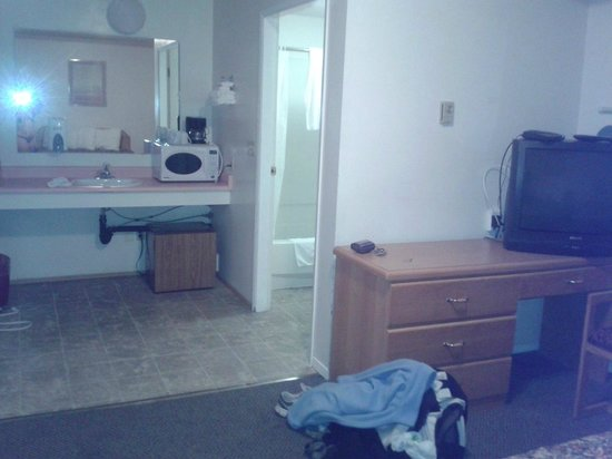 Country View Motor Inn: TV, Microwave, Fridge, newer tub