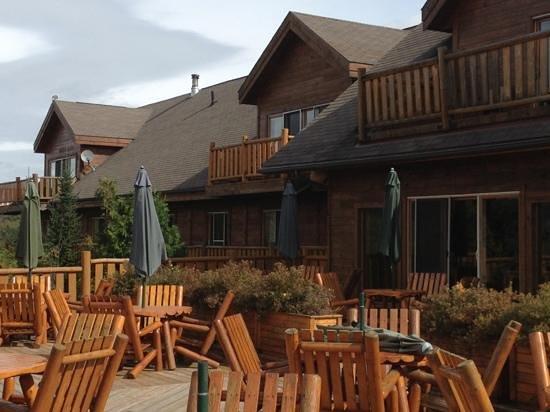 Hotel Sacacomie : hôtel et sa terrasse sur le lac