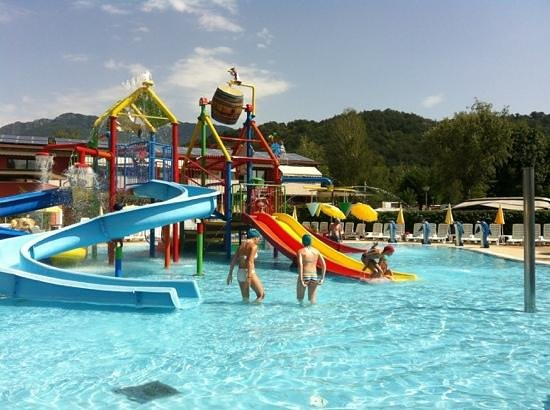 Camping Isolino Villaggio : great fun for the kids