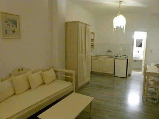 Bellonias Villas: Chambre avec coin salon, salle à manger et kitchinette ...