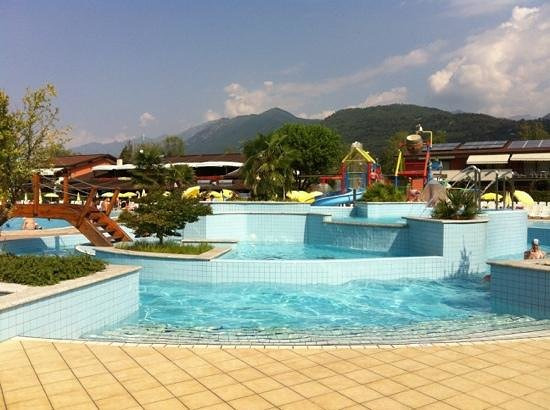 Camping Isolino Villaggio : pool / 'current'