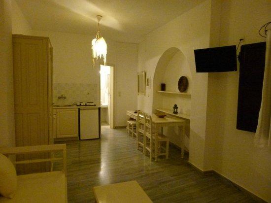 Bellonias Villas: Vue du coin cuisine depuis le salon ...