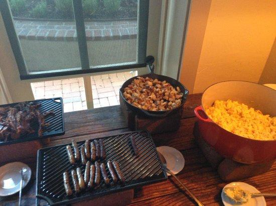 Rancho Bernardo Inn : Breakfast buffet (it was free for us!)