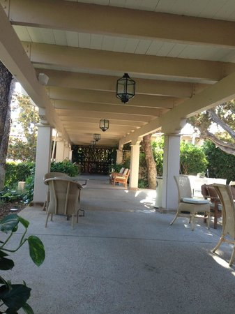 Rancho Bernardo Inn: Walkway near cafe