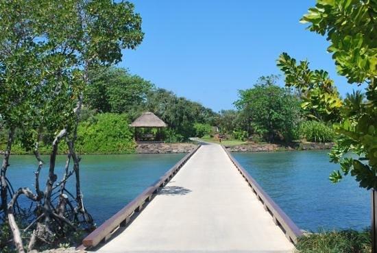 Four Seasons Resort Mauritius at Anahita: Bridge to the private island