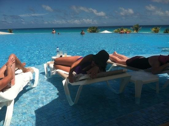 Le Blanc Spa Resort: my husband snapped this pic of me and my 2 friends, totally content and relaxed!