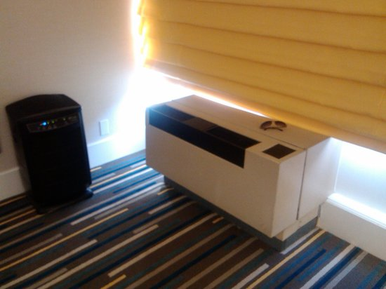 Sheraton Fisherman's Wharf Hotel: Aircon unit (with glasses for scale) and air purifier (black)