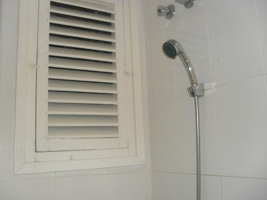 Hotel GHT Balmes & Apartments: Shower