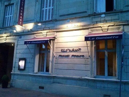 Restaurant Le Gambetta : Derrière la vieille façade de tuffeau .....