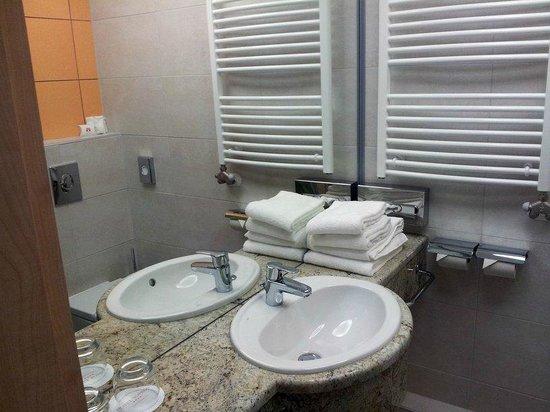 Hotel Sopron: Waschbecken