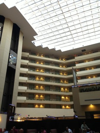 Embassy Suites by Hilton Detroit - Troy/Auburn Hills: Rooms / roof from bar