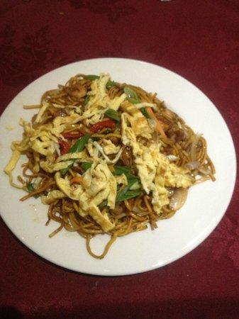 Kathmandu Zone Restaurant & Banquet: noodles with chicken vegetables and prawns