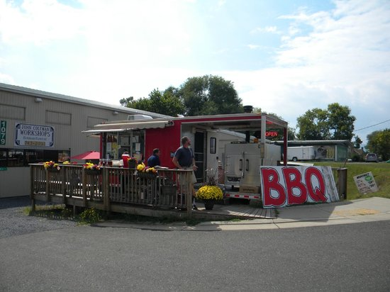 Triple Crown BBQ: View from the highway