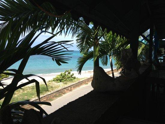 3 Martini Beach Bar Restaurant and Apartments: breakfast front beach