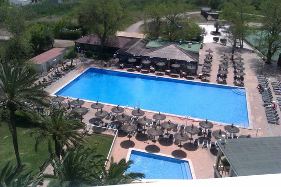 FERGUS Style Pollensa Park SPA: Swimming pool from my balcony
