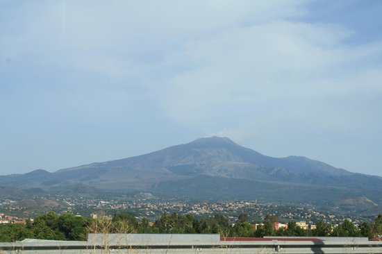 Hotel Isabella : View of Mt. Etna from our balcony