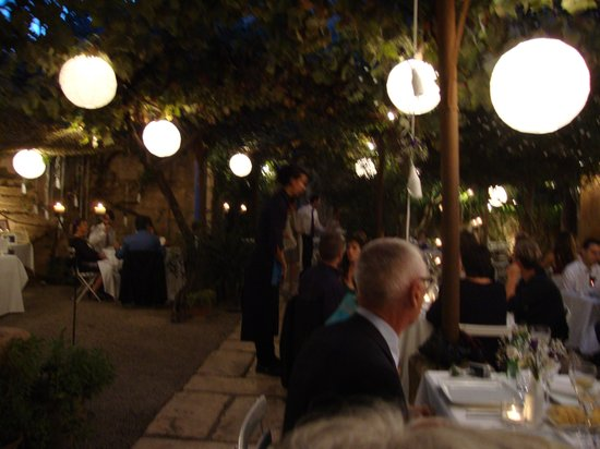 Cafe Parisien: view of the outdoor dining area at night