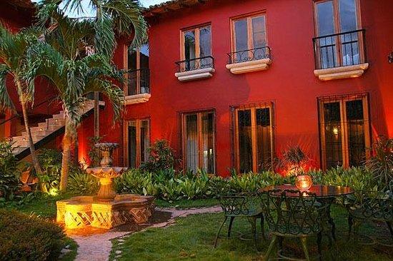 Hotel Estrada: Central patio