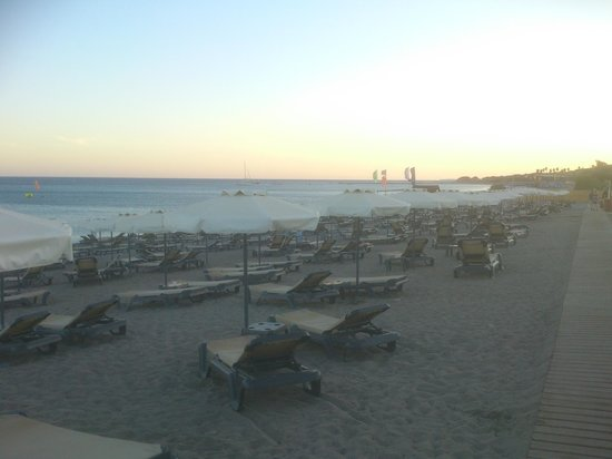 Princess Andriana Resort & Spa: 3 minute walk to the private beach