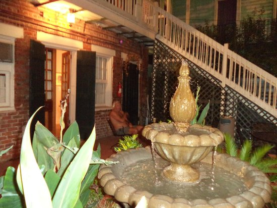 Inn on St Ann: fountain