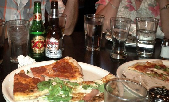 Giovanni's Italian Restaurant: Yummy....Pizza Antica!!!