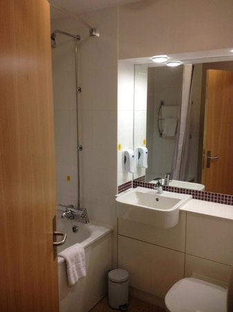 Premier Inn London Beckton Hotel: baño