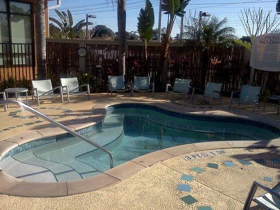 Fairfield Inn & Suites Orlando at SeaWorld®: Hot tub