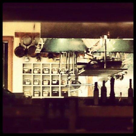 The Ziba Hotel & Spa: la cucina, vista dalla sala ristorante/colazioni