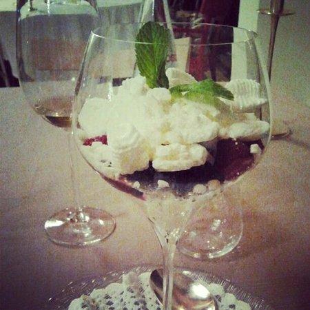 The Ziba Hotel & Spa: dessert al bicchiere: panna, meringa e frutti di bosco