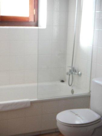 L'Abadia de Sieste: Large Bathroom